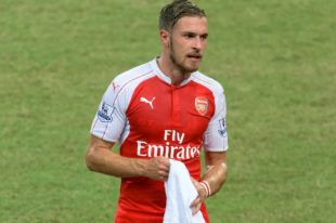 Aaron Ramsey yng nghrys Arsenal