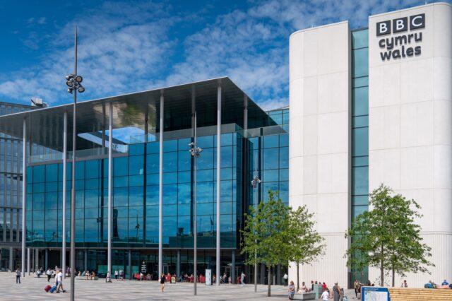Canolfan ddarlledu newydd BBC Cymru yn y Sgwâr Canolog, Caerdydd